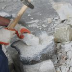 磁器用粘土の原料搬入の様子